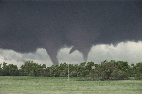 tornado-chasing-tours-2